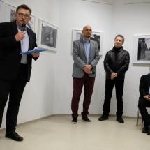 """Wernisaz wystawy Krzysztofa Golucha """" Co siodmy """"."""